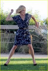 Sarah Hyland & Julie Bowen filming Modern Family 8/04/15