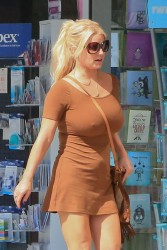 Jessica Simpson - Leaving a pharmacy 09/22/15