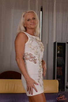 Old sexy mom fuck hd photo