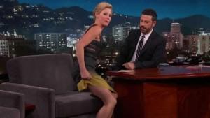 Julie Bowen - Jimmy Kimmel 10/27/15 - LEG TEASE