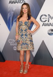 Kimberly Williams-Paisley at the 2015 CMA Awards in Nashville, Nov. 4, 2015 x4