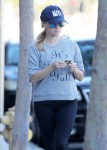 Reese Witherspoon Is seen heading to a yoga class in Los Angeles November 4-2015 x66