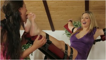 breanne benson in red heels playing her clit