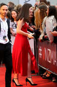Lorde shows cleavage at 2015 Vodafone New Zealand Music Awards x7