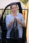 Jennifer Garner is dropped off to her family therapy session by a friend November 21-2015 x46