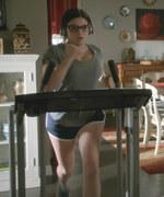 Ariel Winter Running on a Treadmill in Modern Family S06 E22