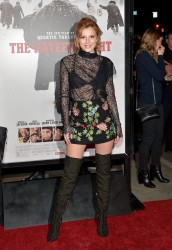 """MEGA POST: Bella Thorne con espectaculares botas en el estreno de """"The Hateful Eight"""" en Los Angeles (7/12/15) 8450d8451534441"""
