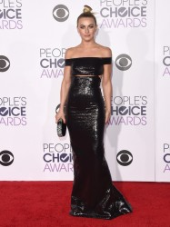 Julianne Hough - 2016 People's Choice Awards 1/6/15