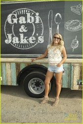 Emily Osment - Young & Hungry S3E1 Stills