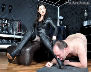 FemmeFataleFilms - Lady Victoria Valente - Lace and Lick complete